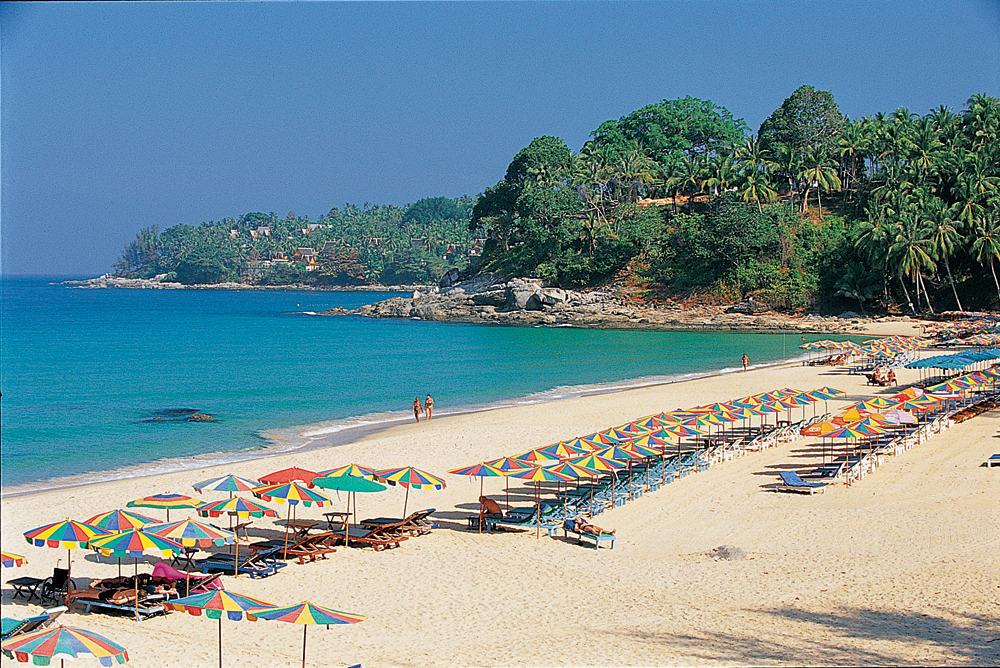 Отдых на пляже Сурин