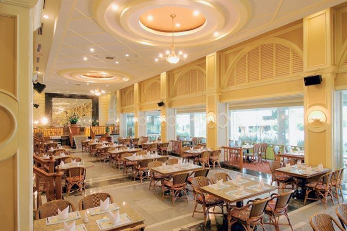В ресторанах пляжа Патонг