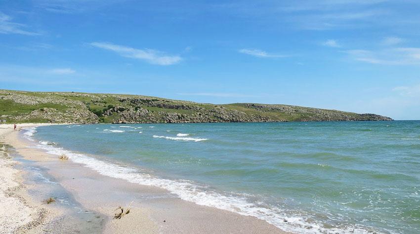 дикий пляж мыс Казантип в Крыму
