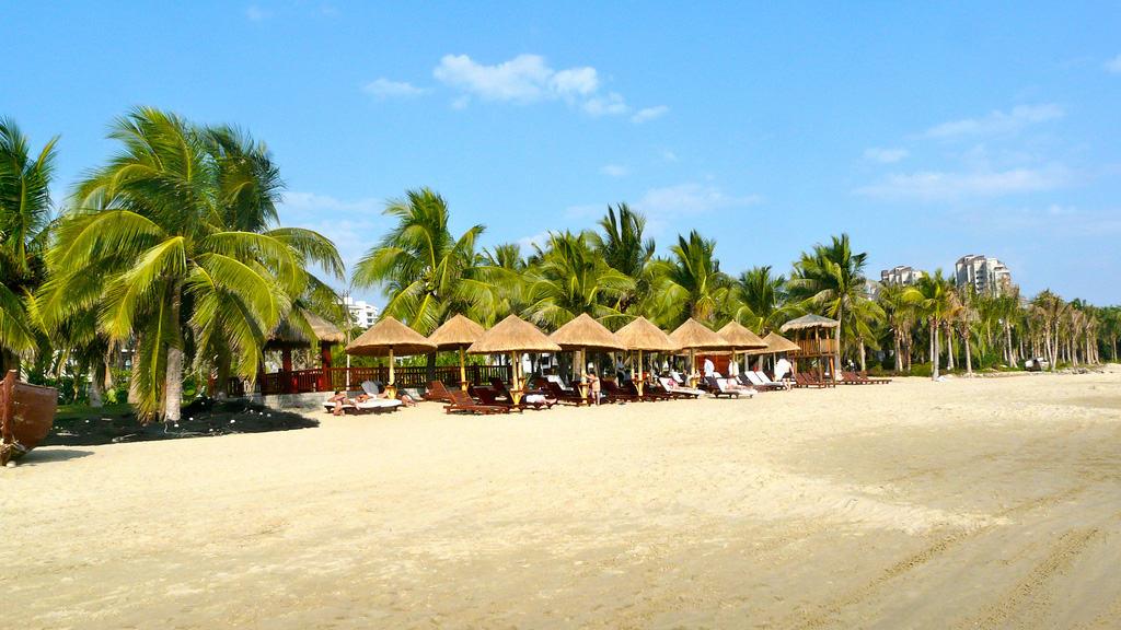 На пляжах Хайнаня
