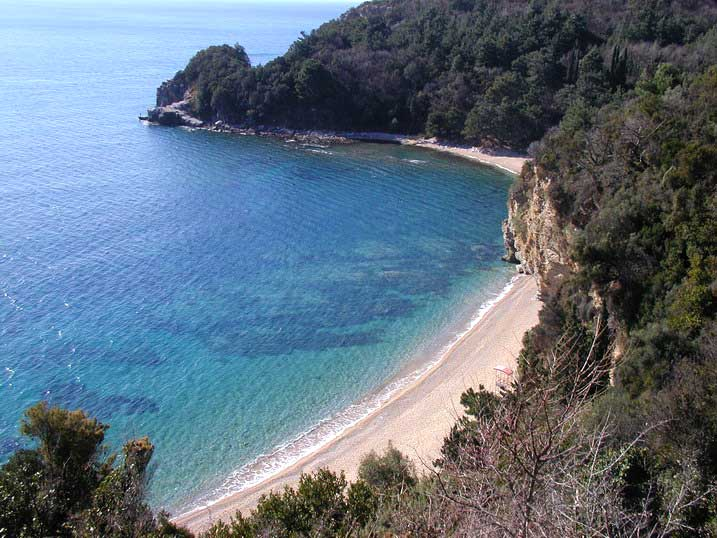 Черногория безопасный пляжный отдых