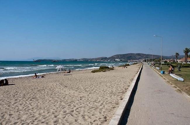 Песчаный пляж Кушадасы