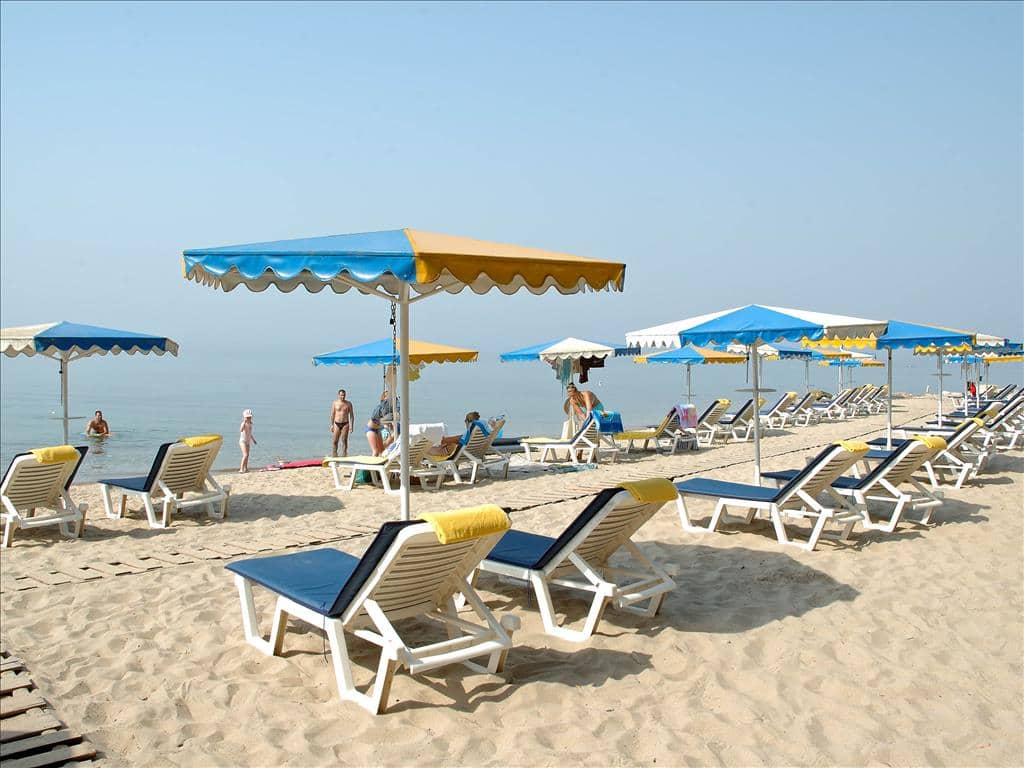 Песчаный пляж Макрия-Лагада