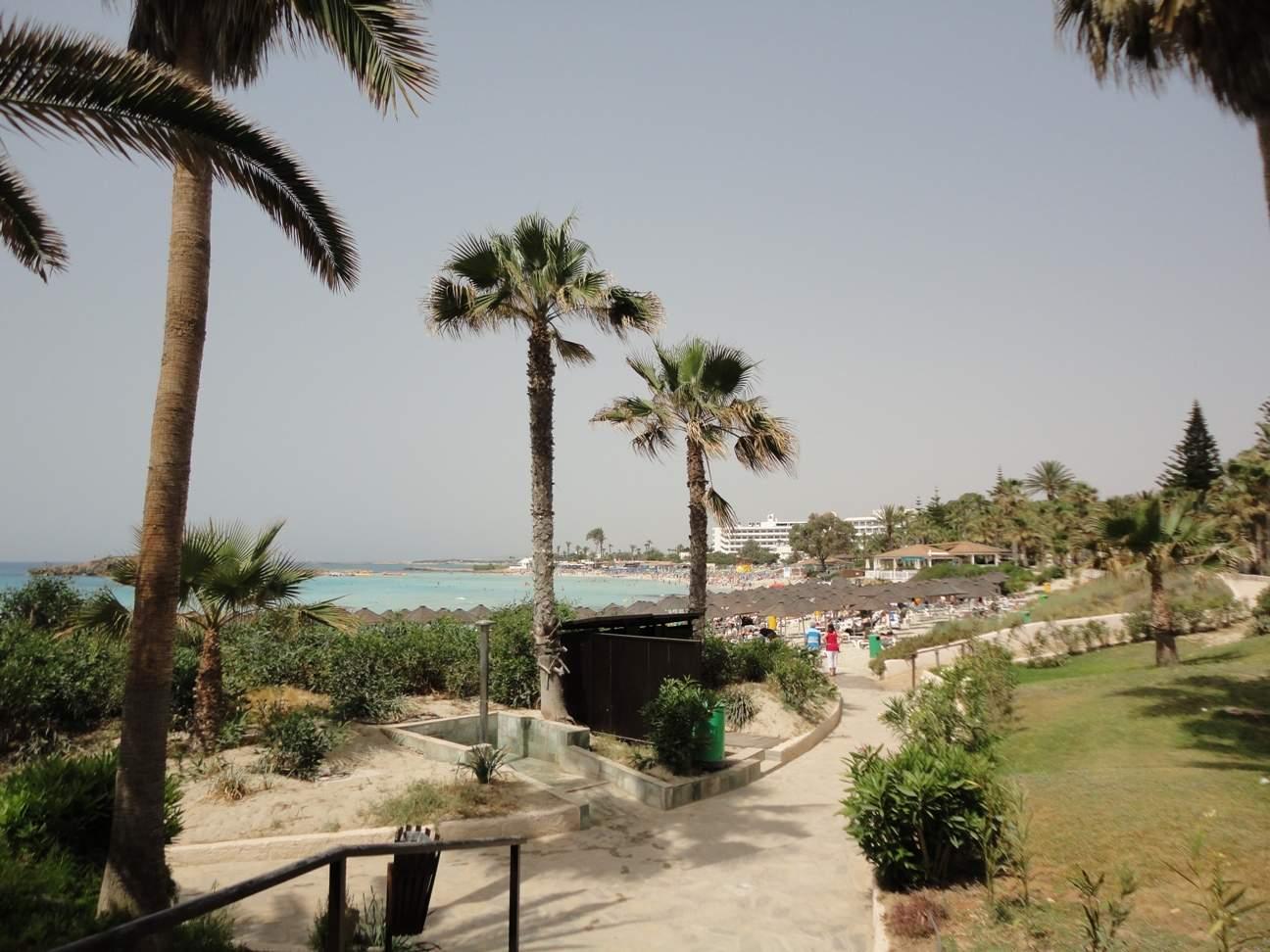 Отдых на пляже Нисси