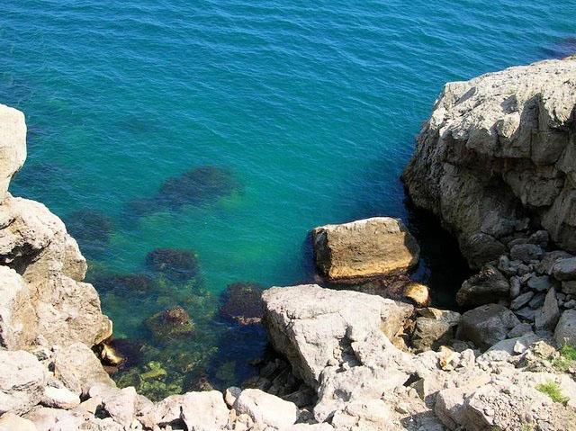 Пляж Двухякорной бухты1