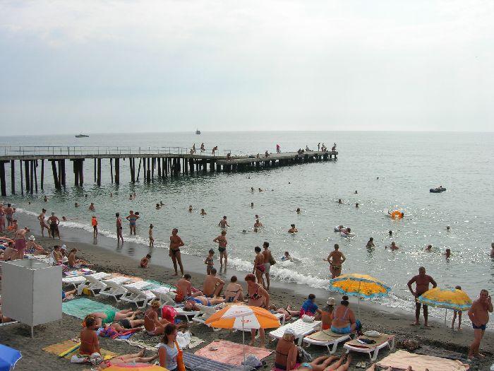 Фото центрального пляжа в Алуште