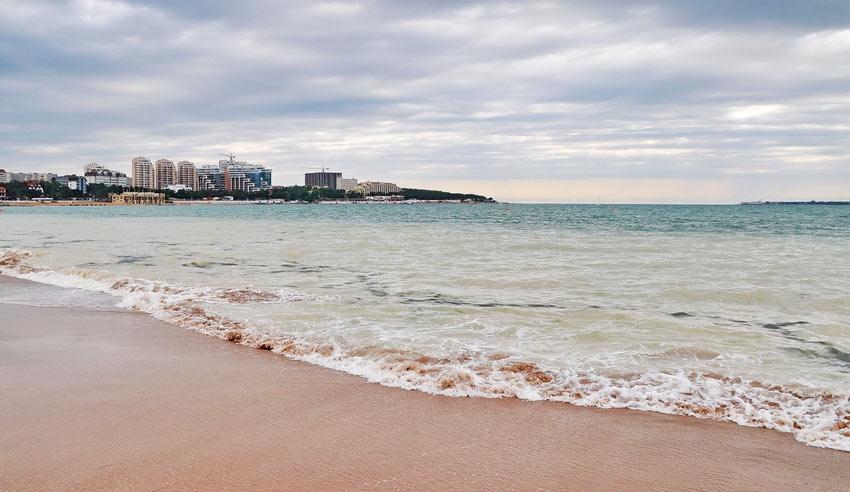 песчаный пляж Геленджик