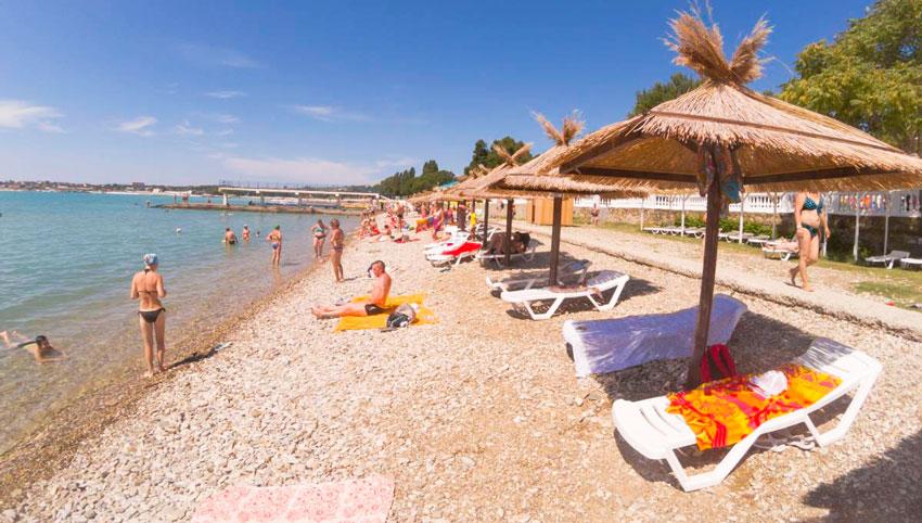 комфортабельный пляж Строитель Геленджик