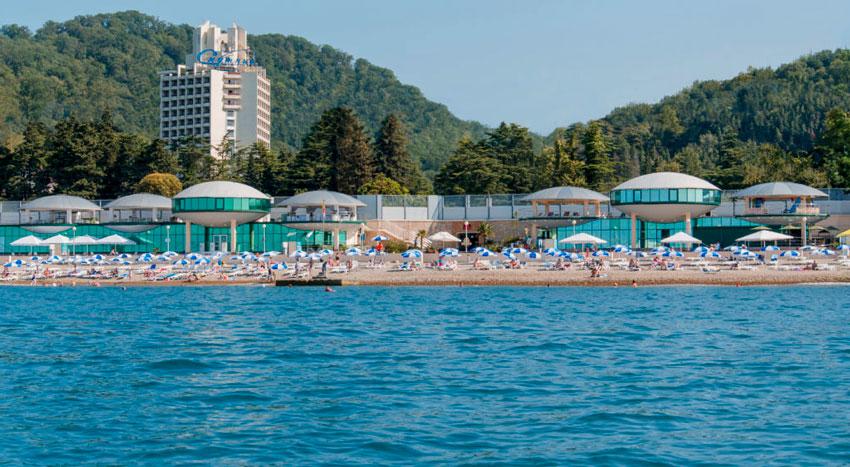 вид на пляж Спутник Мацеста Сочи