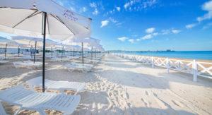 комфортабельный пляж отеля Ривьера в Сочи