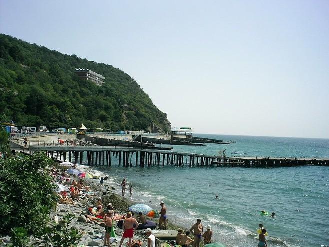 Пляж поселка Никита в Большой Ялте