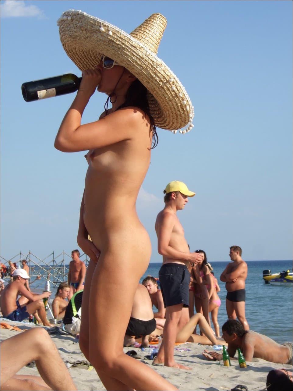Все для отрывного нудиста на Paradise Beach