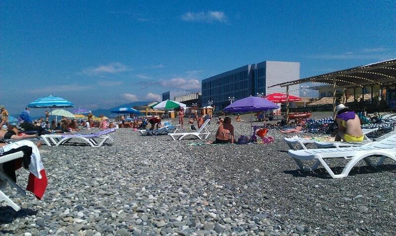 Пляж Огонёк в Адлере - фото