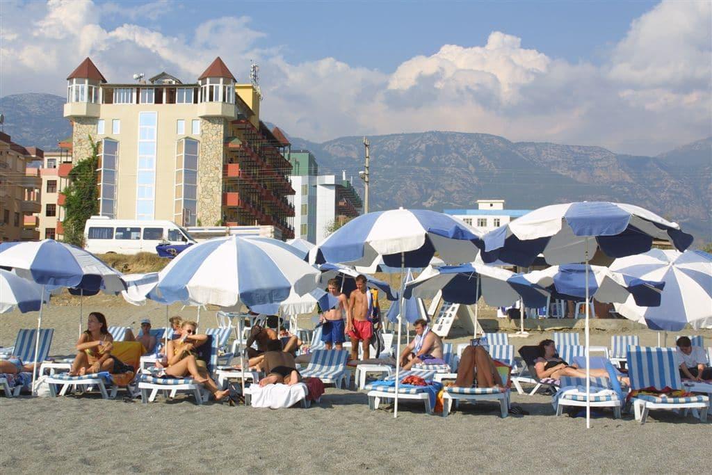 Пляж отеля AES CLUB HOTEL 4*