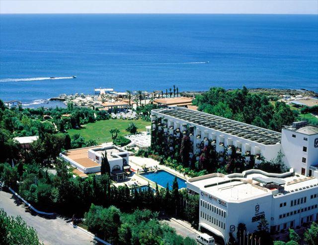 Вид на пляж отеля AES CLUB HOTEL 4*