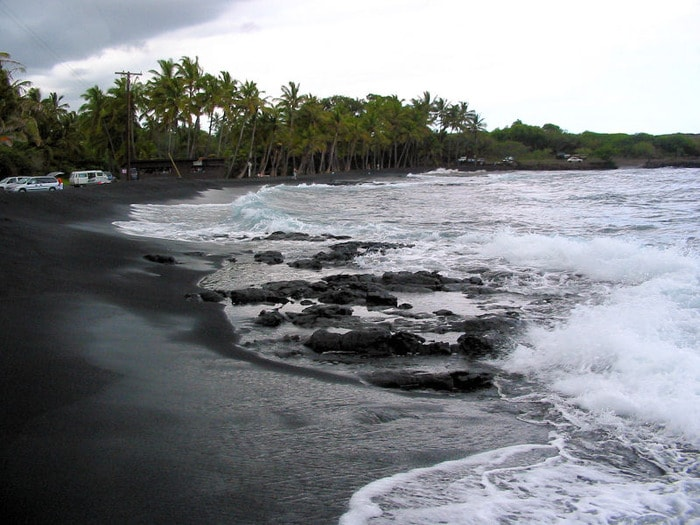 Черные пляжи на Суматре