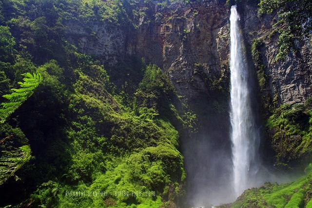Водопад Sipiso-piso