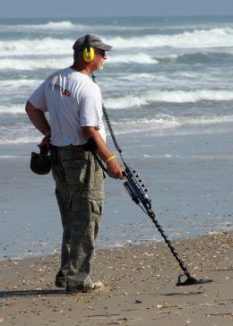 Кладоискатели на пляжах Италии