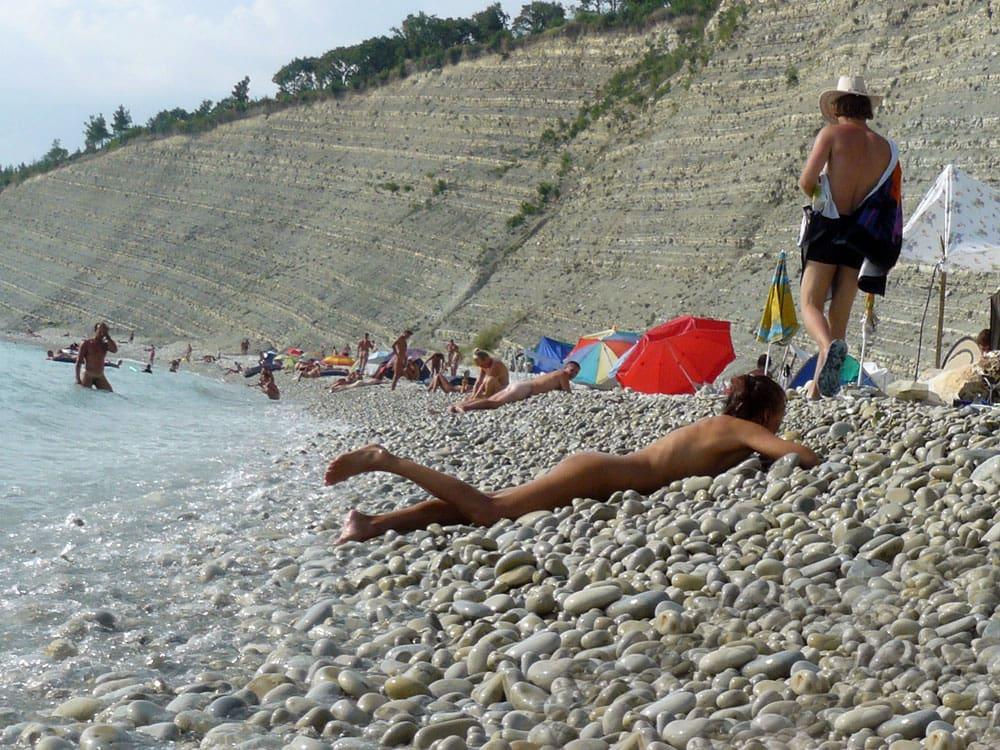 Нудистский пляж в Дивноморске