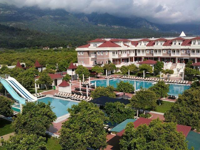 Вид на отель Garden Resort Bergamot Hotel 4*