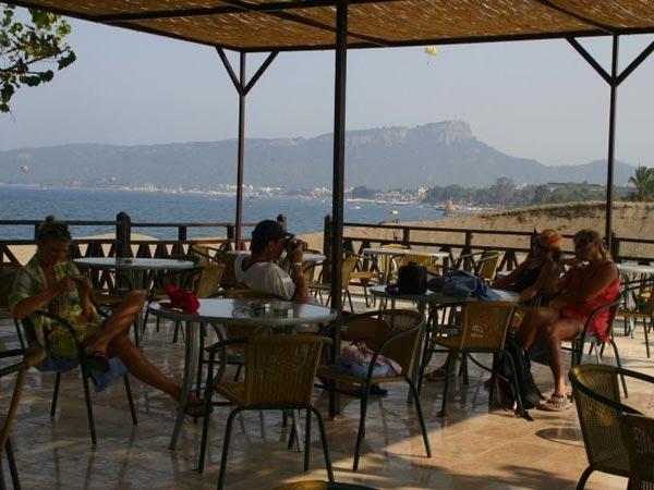 Ресторан на пляже отеля Garden Resort Bergamot Hotel 4*