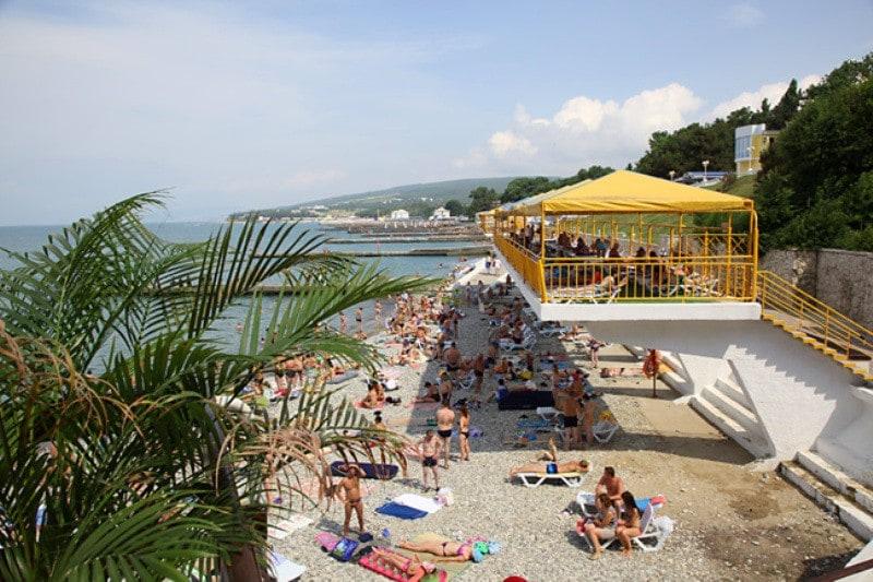 Пляж у санатория «Голубая даль»