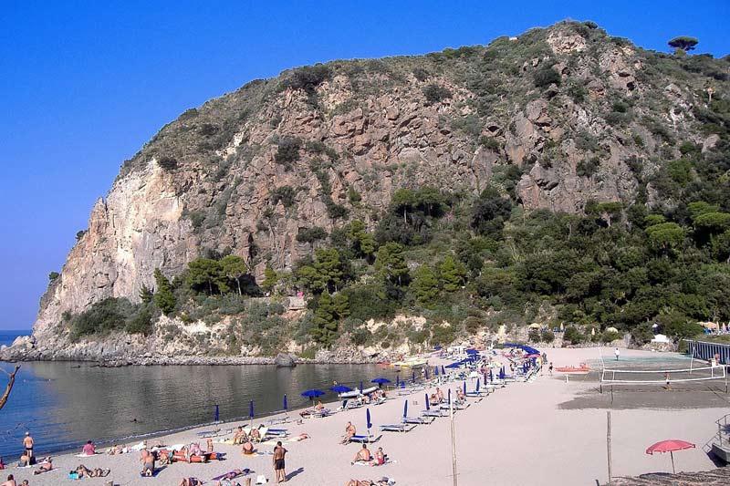 Пляжи на Искья