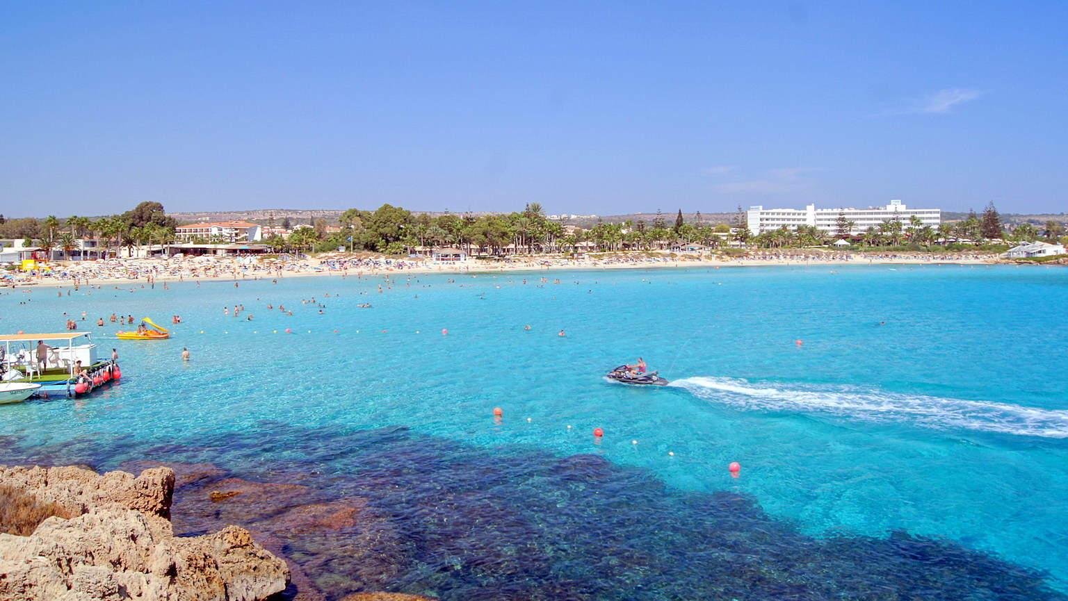 Вид на пляж Nissi Beach