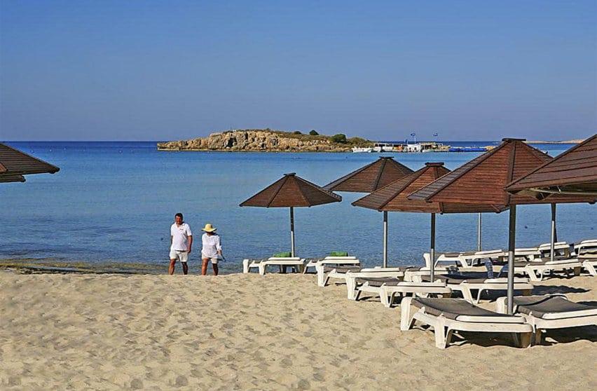 Пляж отеля Нисси бич