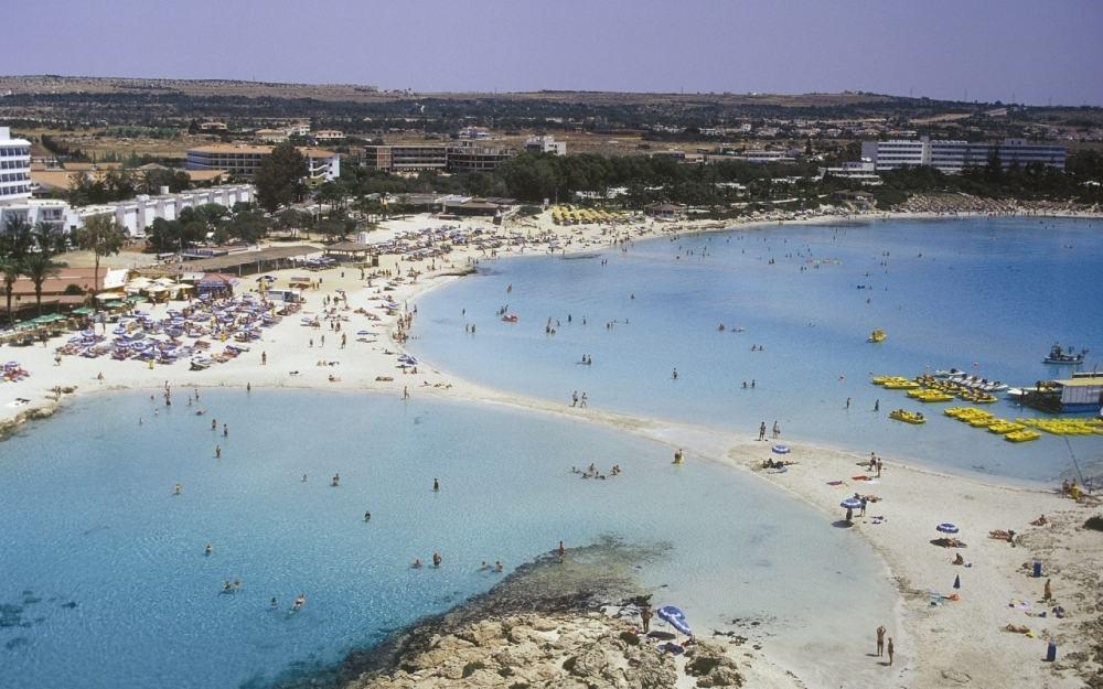 Пляж Нисси Бич на Кипре