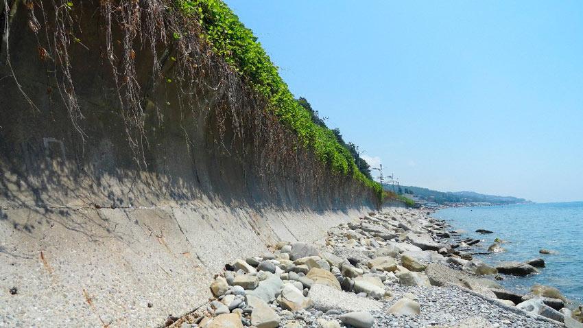 дикий пляж в Лоо