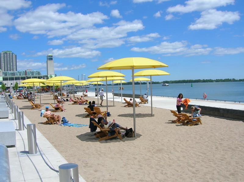 Пляжный сезон в Канаде