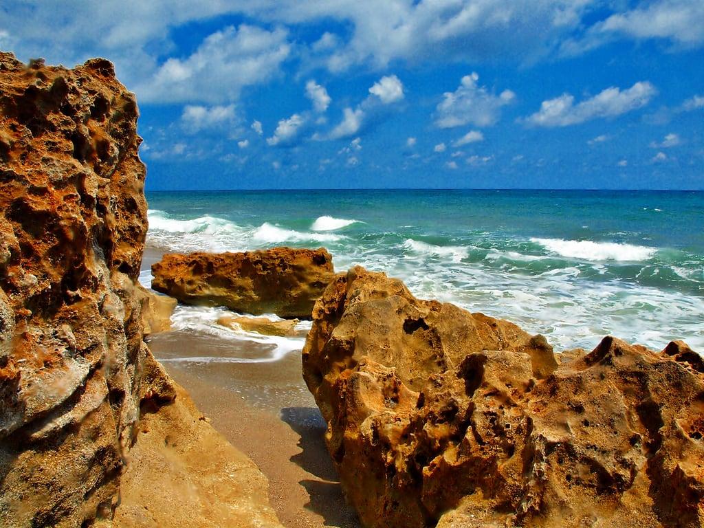 Пляж на острове Кивейдин