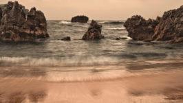 Самые красивые пляжи в скалах