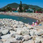 камни на пляже Мысхако