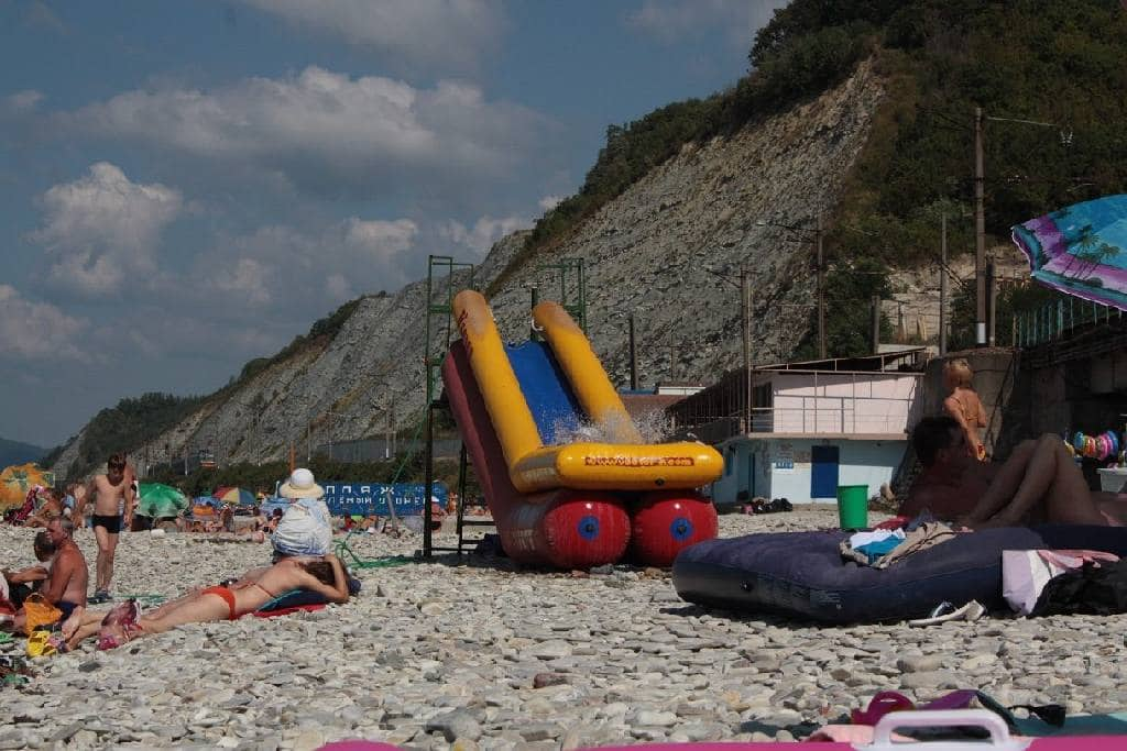 Пляж у детского лагеря Зелёный огонёк