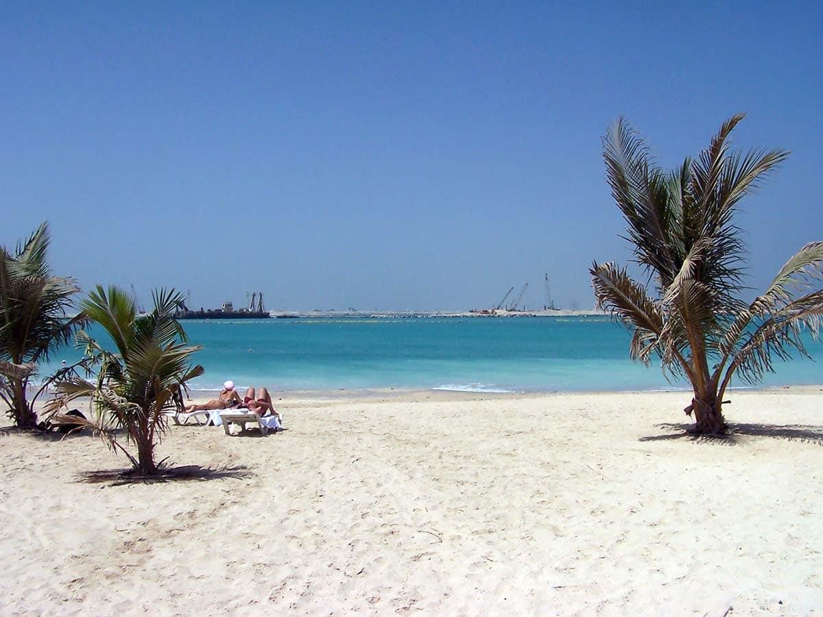 Пляж Аль-Мамзар