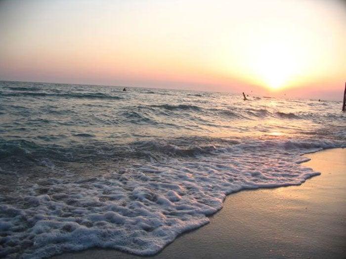 Дикий пляж Маяк