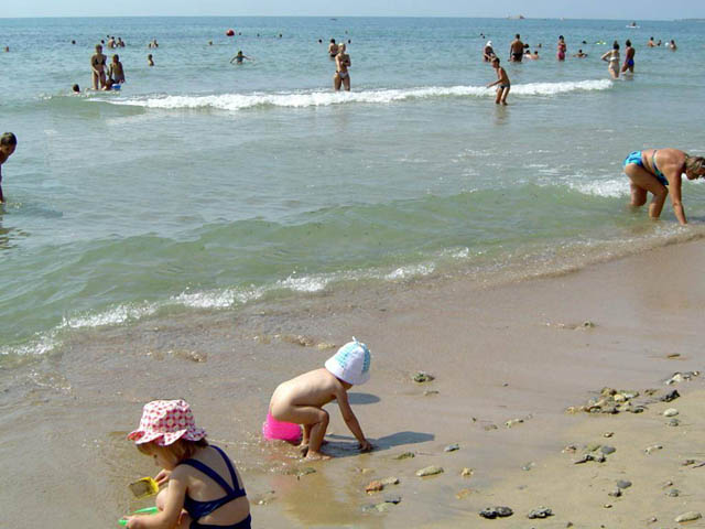 Центральный пляж в Саках