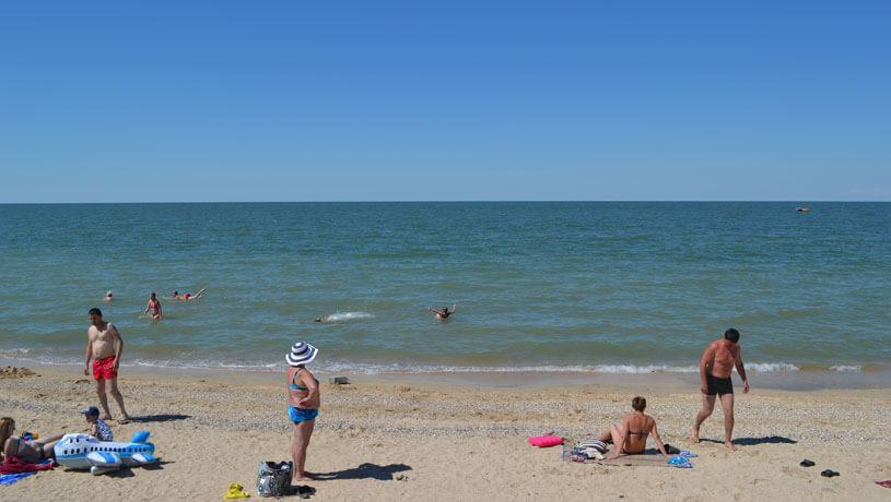 Главный пляж Голубицкой Морской бриз