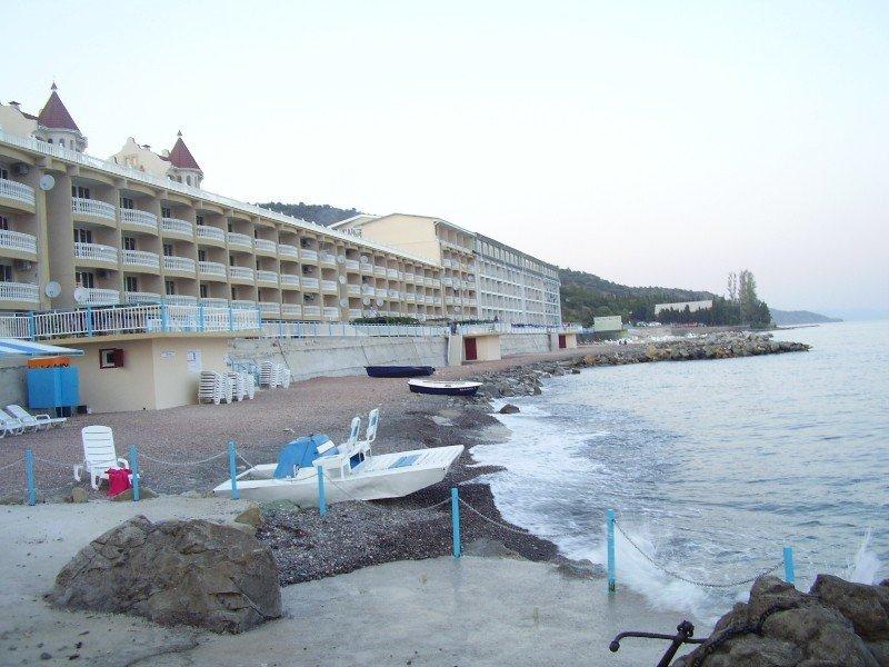 Пляж отеля Васко в поселке Семидворье