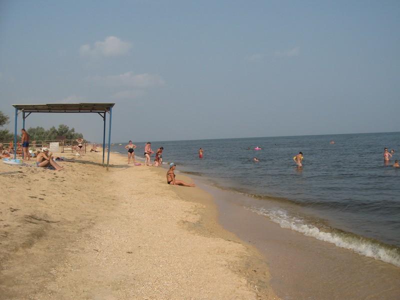Пляж станицы Голубицкая Молодежный