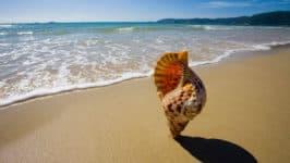песчаный пляж Ялунвань