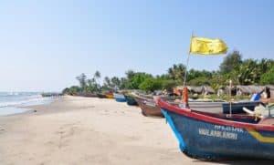песчаный пляж Анджуна
