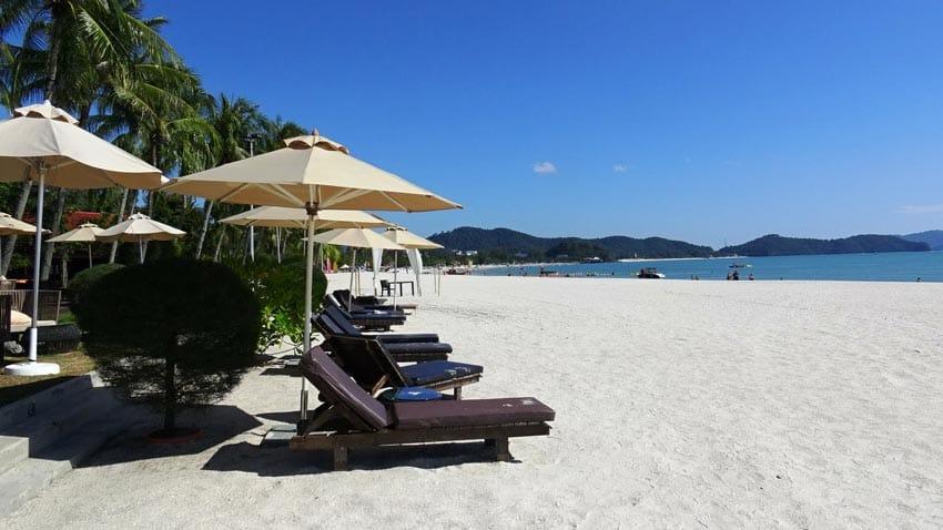 Пляж Ченанг в Лангкави