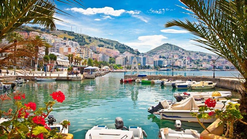 прибережная гавань в Албании