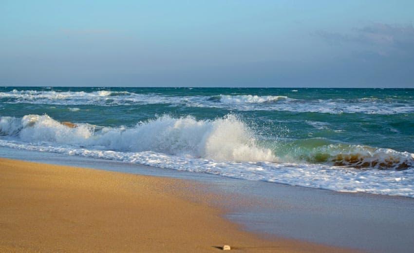 фото пляжа Приморский в Крыму
