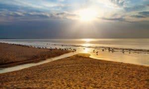 закат на пляже Приморский в Крыму