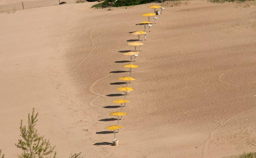 зонтики на пляже Жигулевска