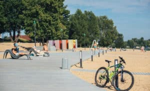 обустроекнный пляж в Зеленодольске